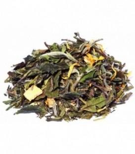 Ingrédients:Thé vert de Chine Sencha*, thé blanc Pai Mu Tan*, écorces d'orange*, arôme naturel,